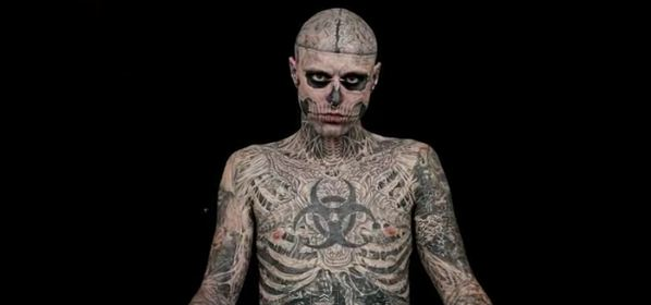 Dermablend: maquiagem de alta cobertura esconde tatuagens   dermablend zombie boy com tatuagens   makeup rosto maquiagens    Zombie Boy Vichy tatuagem rosácea preço pó solto pele onde comprar Maquiagens Dermablend Corretivo base em bastão Base Alta Cobertura